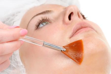 Photo pour facial peeling mask applying - image libre de droit