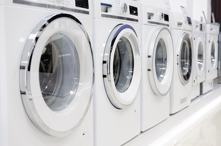 Photo pour Washing machines, dryer and other domestic appliance equipment in the store - image libre de droit