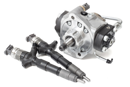 Photo pour injectors for diesel fuel with the fuel pump are high davteniya and fuel strap on a white background - image libre de droit