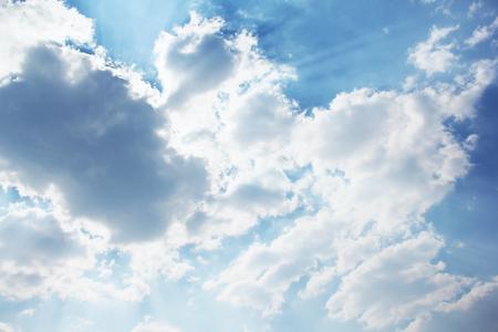 Foto de Beautiful sky. Rays of the sun behind the clouds. Background - Imagen libre de derechos