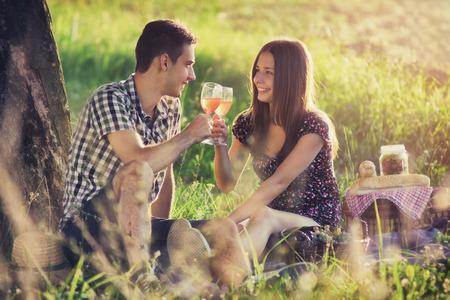 Foto de Attractive couple at countryside - Imagen libre de derechos