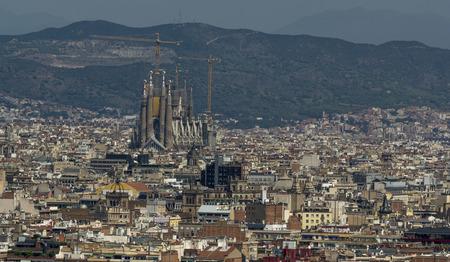 Foto de City of Barcelona, among buildings Sagrada Familia - Imagen libre de derechos