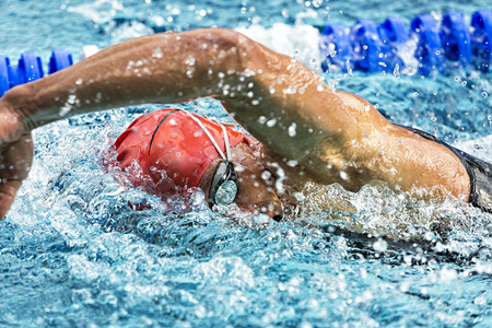 Photo pour Swimmer in a competition - image libre de droit