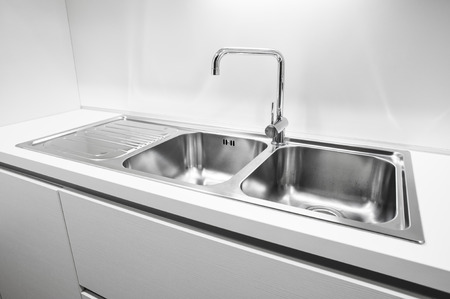 Photo pour Double bowl stainless steel kitchen sink - image libre de droit