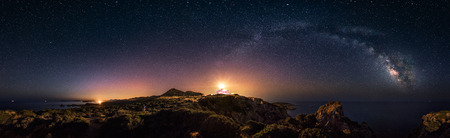 Photo pour 360° rectilinear panoramic view of starry night with milky way arc and lighthouse of Capo Spartivento - Very low noise for this type of picture but veri high resolution - image libre de droit