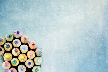 Photo pour Tips of coloring pencils over a textured background. Extreme shallow depth of field. - image libre de droit