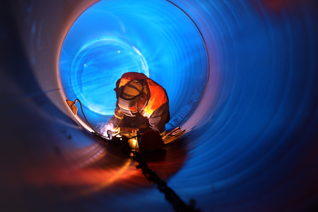 Photo pour Pipe welding on the pipeline construction - image libre de droit