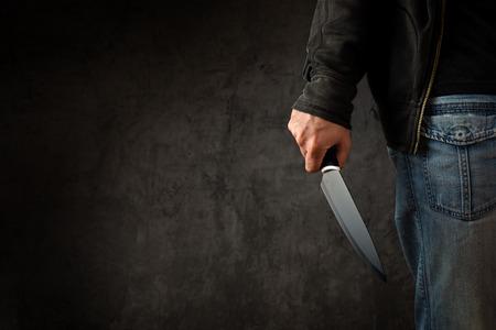 Foto de Evil criminal with large sharp knife ready for robbery or to commit a homicide - Imagen libre de derechos
