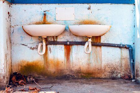 Foto de Water sinks weathered outdoors, this water is not for drinking - Imagen libre de derechos