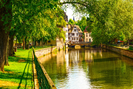 Photo pour Strasbourg, water canal in Petite France area. Half timbered houses and trees in Grand Ile. Alsace, France. - image libre de droit