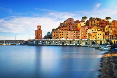 Photo pour Elba island, Rio Marina village bay. Bay beach and lighthouse. Long exposure, Tuscany, Italy, Europe. - image libre de droit