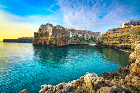Foto de Polignano a Mare village on the rocks at sunrise, Bari, Apulia, southern Italy. Europe. - Imagen libre de derechos