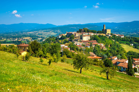 Photo pour Poppi medieval village and castle panoramic view. Casentino Arezzo, Tuscany Italy Europe. - image libre de droit