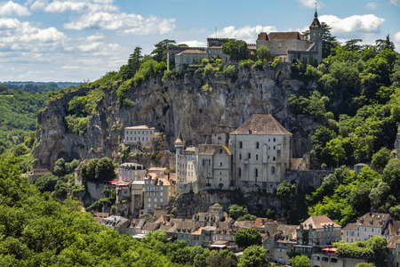 Foto de Rocamadour in the Lot department in southwestern France. Rocamadour has attracted visitors for its setting in a gorge above a tributary of the River Dordogne, and for its sanctuary of the Blessed Virgin Mary, which for centuries has attracted pilgrims from many countries. - Imagen libre de derechos