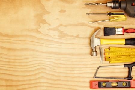 Foto de Assorted work tools on wood - Imagen libre de derechos