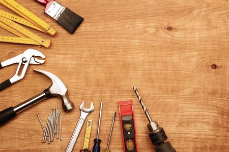 Photo pour Assorted work tools on wood - image libre de droit