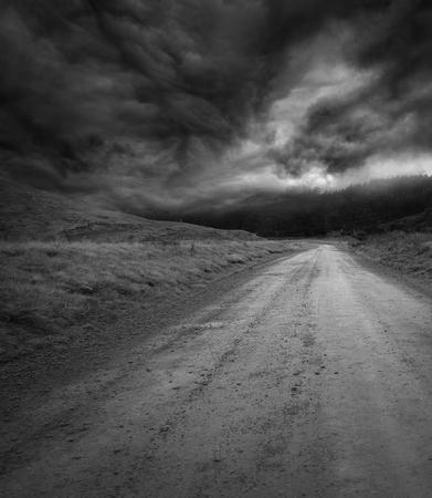Foto de Empty road and dark sky - Imagen libre de derechos