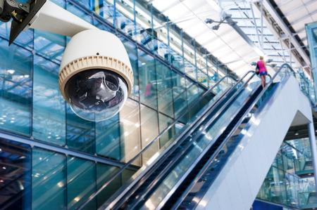 Foto de CCTV Camera or surveillance Operating on escalator - Imagen libre de derechos