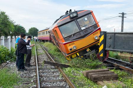 Foto per BANGKOK THAILAND - JULY 31, 2014: train acciden fail of track near Bang Sue station - Immagine Royalty Free