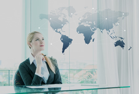 Photo pour Thoughtful businesswoman in office, business globalization concept - image libre de droit