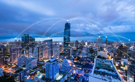 Foto de Blue high-tech tone of cityscape conneted line, technology concept, internet of things conceptual - Imagen libre de derechos