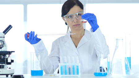 Foto de Woman Scientist Busy Doing Research and Reaction in Laboratory - Imagen libre de derechos