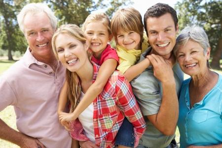 Photo pour Portrait multi-generation family outdoors - image libre de droit