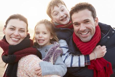 Photo pour Portrait Of Family On Winter Beach - image libre de droit