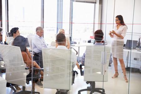 Photo pour Business meeting in a modern office - image libre de droit