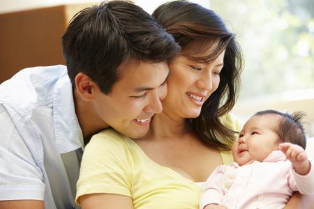 Foto de Asian couple and baby - Imagen libre de derechos