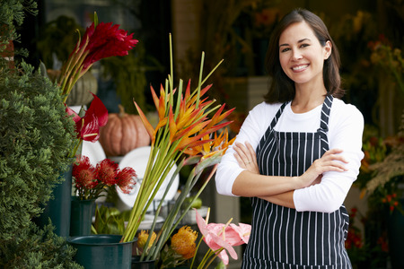 Foto de Portrait Of Female Florist Outside Shop - Imagen libre de derechos