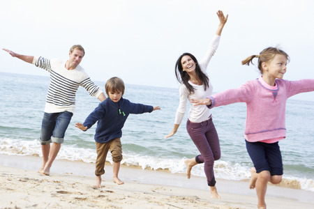 Photo pour Family Playing On Beach Together - image libre de droit