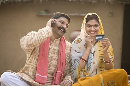 Foto de Rural couple calling credit card customer support - Imagen libre de derechos