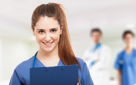 Foto de Portrait of a young smiling nurse - Imagen libre de derechos