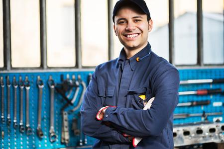 Foto de Portrait of a worker in front of his tools - Imagen libre de derechos
