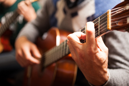 Photo pour Detail of a classical guitar player - image libre de droit