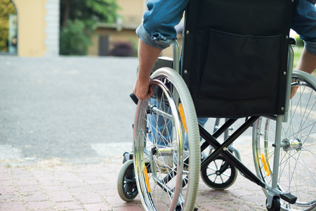 Foto de Detail of a disabled man trying to getting on a ramp - Imagen libre de derechos