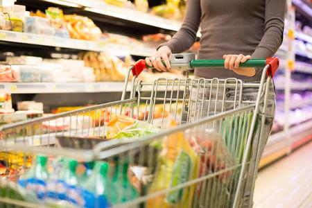 Photo pour Close-up detail of a woman shopping in a supermarket - image libre de droit