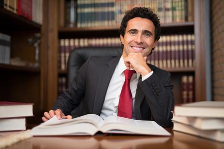 Foto de Portrait of a man in front of a book - Imagen libre de derechos