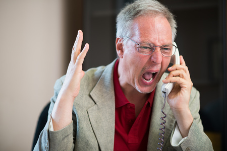 Photo pour Portrait of an angry man yelling on the phone - image libre de droit