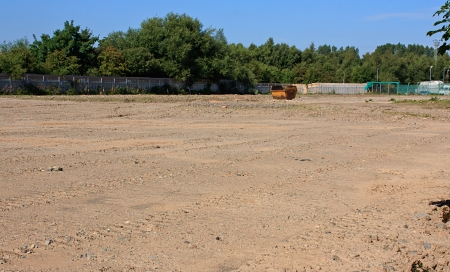 Photo pour Prepared brown field site flattened and cleared ready for new build construction - image libre de droit