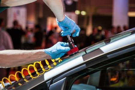 Foto de effective technique to repair the car windshield - Imagen libre de derechos