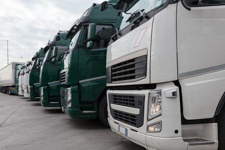 Foto de truck with long trailer, trucking and logistics - Imagen libre de derechos
