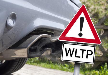 Photo pour Car exhaust with a traffic sign WLTP - image libre de droit