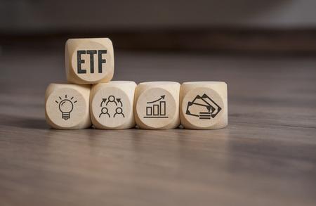Photo pour Cubes with ETF Banking - image libre de droit