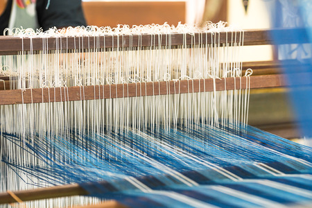 Photo pour Weave silk cotton on the manual wood loom in Thailand ,The process of silk weaving in the production of Thai silk - image libre de droit