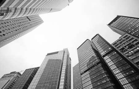 Photo pour Tall business building in the city - image libre de droit