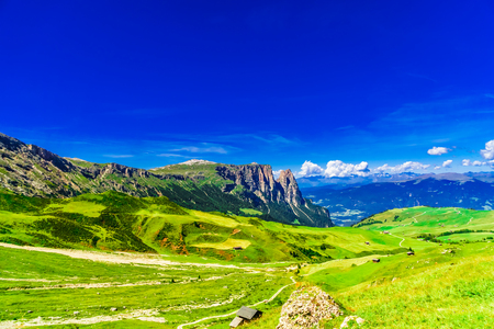 Photo pour Panoramic view over Schlern mountain in South Tyrol - Italy - image libre de droit