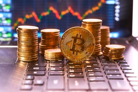 Photo pour digital currency, bitcoin - image libre de droit