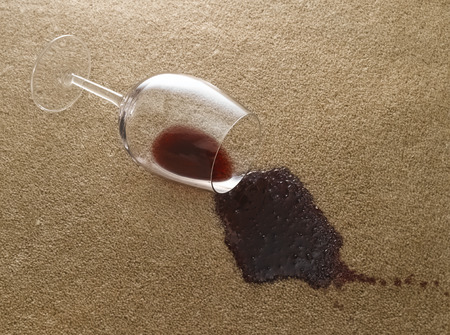 Photo pour Glass of red wine on carpet - image libre de droit